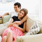 Wanneer kiezen aantrekkelijke mensen wel of niet voor even goed uitziende partner?