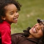 Moeder doet meer aan opvoeding, ook als ze werkt