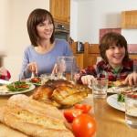 Hongerige ouders geven hun kinderen meer eten