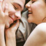 10 subtiele manieren om hem te laten weten dat hij slecht is in bed